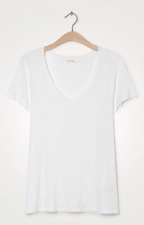 camiseta joven blanca