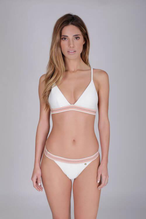 bikini blanco joven