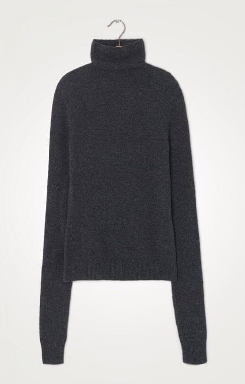 jersey cuello alto gris